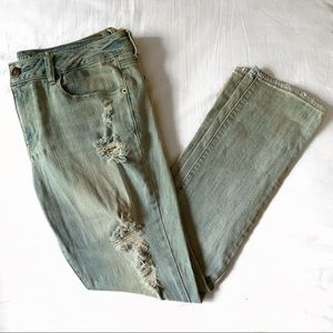AE Light Wash Ripped Jean
